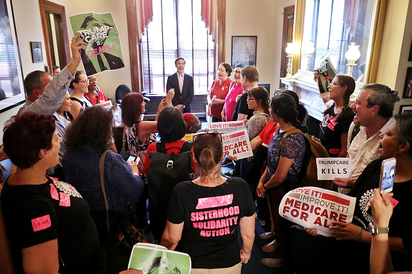 USA「Health Care Activists Protests At Senator's Offices In The Capitol」:写真・画像(16)[壁紙.com]