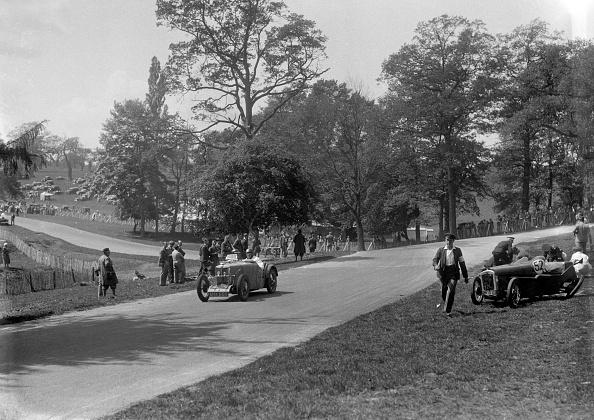 Misfortune「MG J2 passing the crashed Austin 7 of B Sparrow, Donington Park Race Meeting, Leicestershire, 1933」:写真・画像(4)[壁紙.com]
