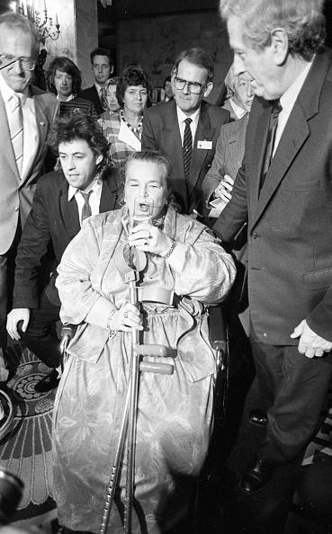Patriotism「Bob Geldof Recieving the United Nations FAO Medal 1983」:写真・画像(17)[壁紙.com]