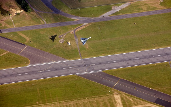 Taking Off - Activity「Last Flying Vulcan Bomber Taking Off From Raf Waddington」:写真・画像(19)[壁紙.com]