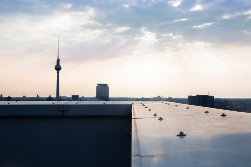 Balustrade「Germany, Berlin, View over city from rooftop terrace」:スマホ壁紙(4)