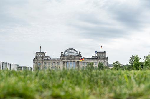 The Reichstag「Germany, Berlin, Berlin-Tiergarten, view to Reichstag」:スマホ壁紙(13)