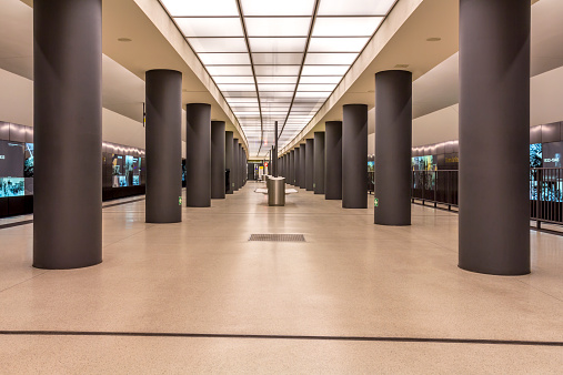 Pole「Germany, Berlin, modern architecture of subway station Brandenburger Tor」:スマホ壁紙(17)
