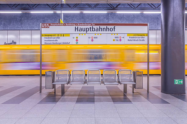 Germany, Berlin, modern architecture of subway station Hauptbahnhof, central station, with moving underground train:スマホ壁紙(壁紙.com)