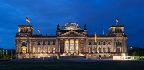 The Reichstag「Germany, Berlin, Reichstag dome at night」:スマホ壁紙(13)
