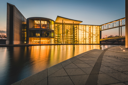 Government Building「Germany, Berlin, view to Reichstag and Paul Loebe House at sunset」:スマホ壁紙(12)