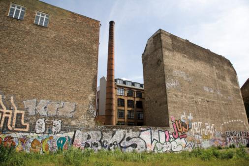 Rotting「Germany, Berlin, Old factory site, Graffiti on wall」:スマホ壁紙(14)
