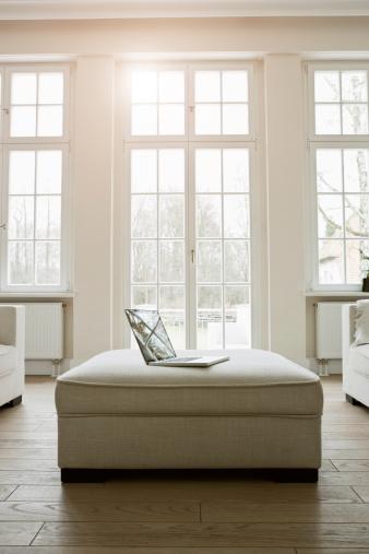 ソファ「Germany, Berlin, Modern living room」:スマホ壁紙(15)