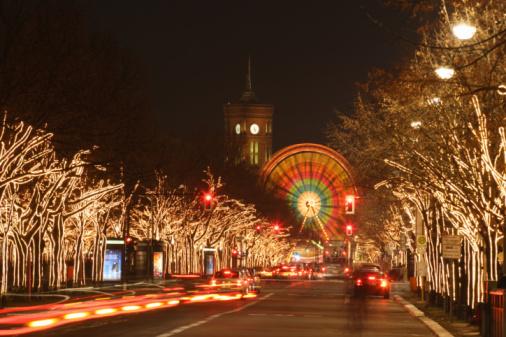 Boulevard「Germany, Berlin, Unter den Linden, Boulevard with illuminated trees」:スマホ壁紙(0)
