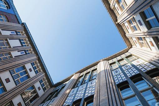 20th Century Style「Germany, Berlin, courtyard of Hackesche Hoefe, view from below」:スマホ壁紙(17)
