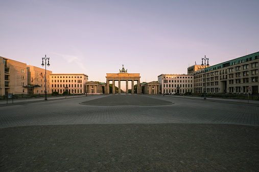 Capital Cities「Germany, Berlin, Berlin-Mitte, View to Brandenburger Tor in the morning」:スマホ壁紙(12)