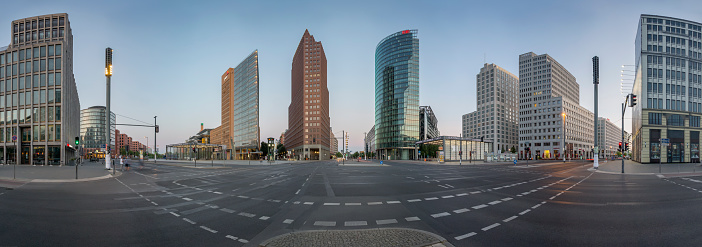 Town Square「Germany, Berlin, Panoramic view of Potsdamer Platz during early morning」:スマホ壁紙(15)