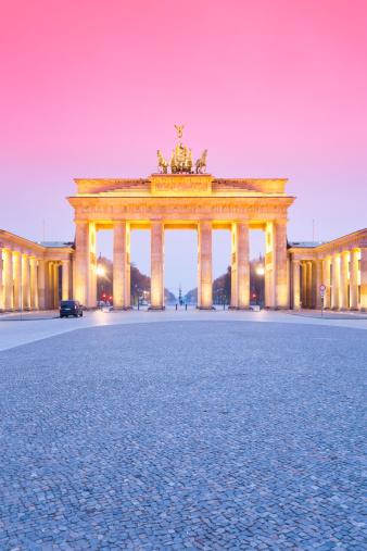Town Square「Germany, Berlin Brandenburg Gate in the evening」:スマホ壁紙(13)
