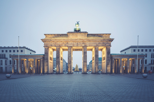 Town Square「Germany, Berlin, Brandenburg Gate, Place of March 18 at Christmas time」:スマホ壁紙(3)