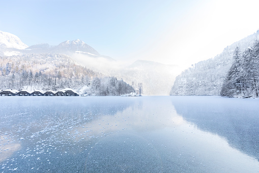 European Alps「Germany, Berchtesgadener Land, view to frozen Lake Koenigssee and Berchtesgaden Alps」:スマホ壁紙(6)