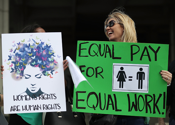 Paying「Rally To Support Equal Pay For Equal Work」:写真・画像(19)[壁紙.com]