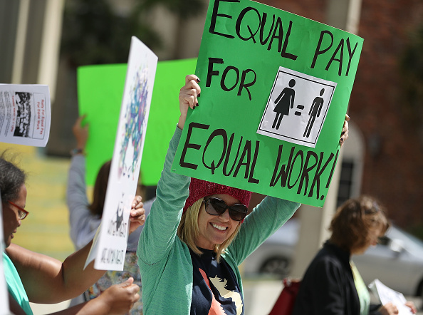 Paying「Rally To Support Equal Pay For Equal Work」:写真・画像(0)[壁紙.com]