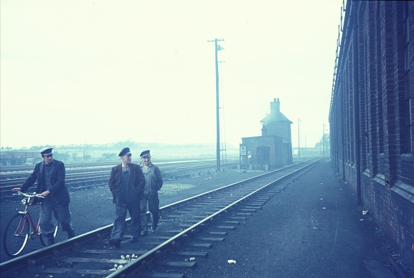 Dirty「Engineering gang going home at the end of shift at steam locomotive depot. 1967.」:写真・画像(19)[壁紙.com]