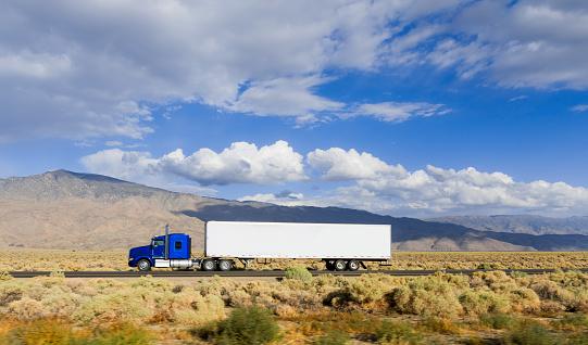 Freight Transportation「Semi Trucks on Hwy 395」:スマホ壁紙(15)