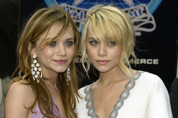Two People「Ashley and Mary-Kate Olsen Get A Star On The Walk of Fame」:写真・画像(7)[壁紙.com]