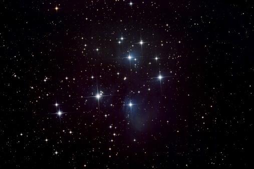 星空「Pleiades 星、星雲クラスター」:スマホ壁紙(2)