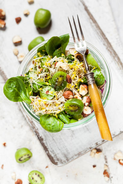 Quinoa salad with lamb's lettuce, cabbage, mini kiwi and hazelnuts:スマホ壁紙(壁紙.com)