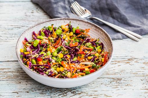 Bean「Quinoa salad with edamame, corn, carott, tomato, paprika, onions in a bowl」:スマホ壁紙(14)