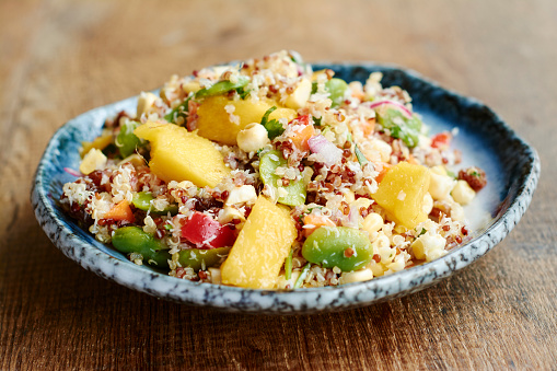 Nut - Food「Quinoa salad with mango, carrots, fava beans, red bell pepper, red onion, corn, coconut and raisins」:スマホ壁紙(3)