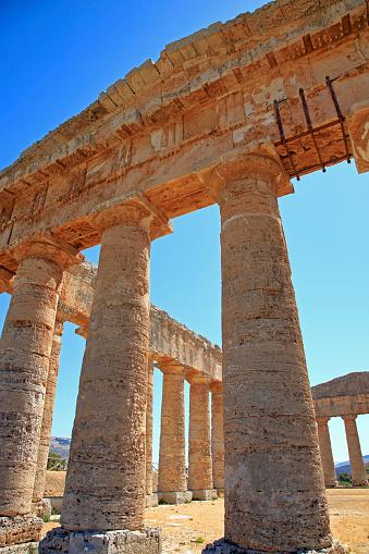 寺「Doric Temple of Segesta in north-west Sicily.」:スマホ壁紙(12)