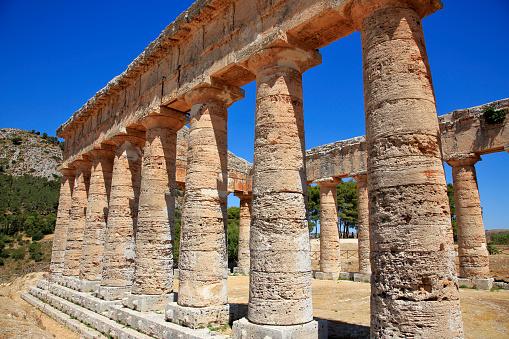 寺「Doric Temple of Segesta on Mount Barbaro in north-west Sicily.」:スマホ壁紙(15)