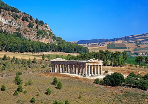 寺「Doric Temple of Segesta on Mount Barbaro in north-west Sicily.」:スマホ壁紙(13)