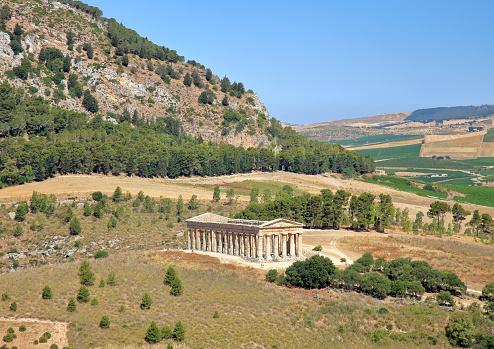 寺「Doric Temple of Segesta on Mount Barbaro in north-west Sicily.」:スマホ壁紙(14)