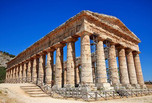 寺「Doric Temple of Segesta on Mount Barbaro in north-west Sicily.」:スマホ壁紙(11)