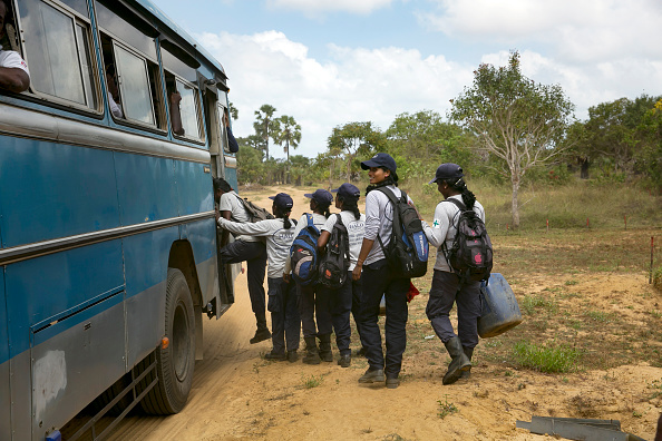 Sri Lanka「Sri Lankan Women War Survivors Work As De-Miners After The Civil Conflict」:写真・画像(9)[壁紙.com]