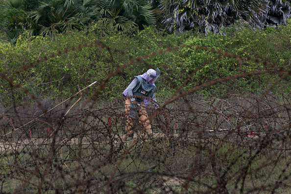 Sri Lanka「Sri Lankan Women War Survivors Work As De-Miners After The Civil Conflict」:写真・画像(11)[壁紙.com]