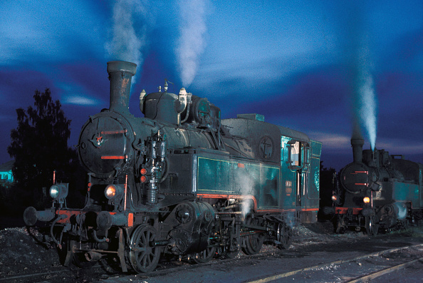 Pair「A pair of Hungarian 375 Class 2-6-2Ts on Karlovac shed on the night of Tuesday 16 August 1983. Classified 51 by Yugoslav Railways」:写真・画像(18)[壁紙.com]