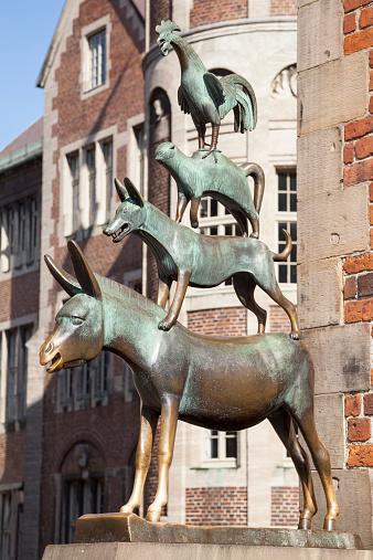 Fairy Tale「Germany, Bremen, Sculpture, Town Musicians of Bremen」:スマホ壁紙(3)