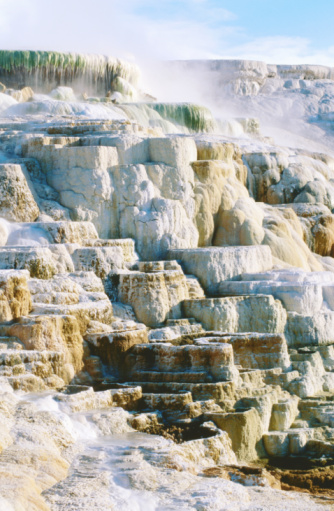 Mammoth Hot Springs「Canary Spring at Mammoth Hot Springs, Yellowstone National Park, Wyoming, United States of America, North America」:スマホ壁紙(8)