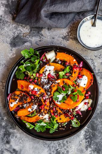 Radicchio「Autumnal salad with fried pumpkin, lentils, radicchio, pomegranate seeds, leaf salad and parsley with dressing」:スマホ壁紙(9)