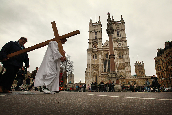 Methodist「Good Friday Procession Heads Towards Westminster Cathedral」:写真・画像(7)[壁紙.com]