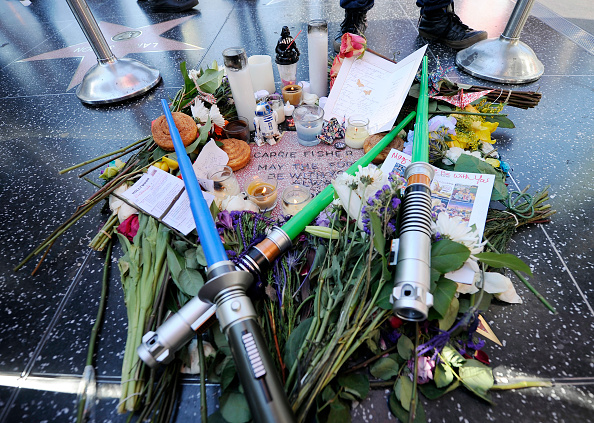 Walk Of Fame「Carrie Fisher Remembered With Makeshift Star On The Hollywood Walk Of Fame」:写真・画像(17)[壁紙.com]