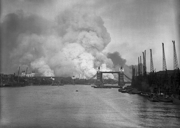 London Bridge - England「First Raid Of The Blitz」:写真・画像(2)[壁紙.com]