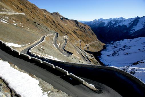 Stelvio「Italy, Stelvio Pass, sharp turn on mountain road」:スマホ壁紙(14)