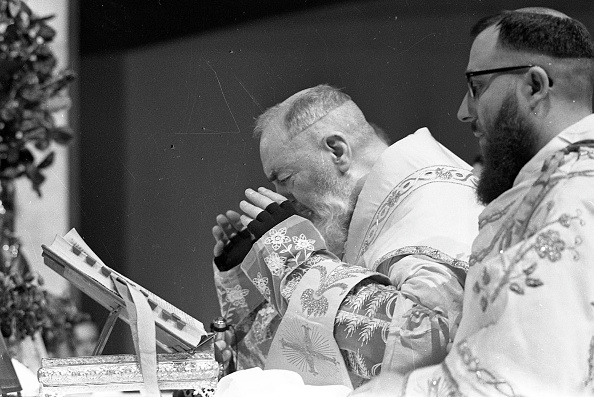 Preacher「Padre Pio celebrates the mass at the Sanctuary of Saint Pio of Pietrelcina 1966」:写真・画像(16)[壁紙.com]