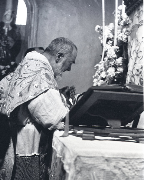 Religious Mass「Padre Pio celebrates Easter Mass at the Sanctuary of Saint Pio of Pietrelcina 1957」:写真・画像(18)[壁紙.com]