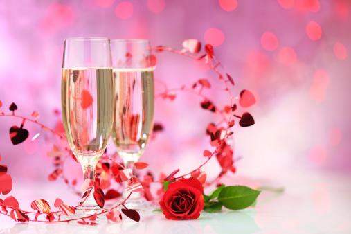 バレンタイン「シャンパン flutes 背景に、照明付き」:スマホ壁紙(2)