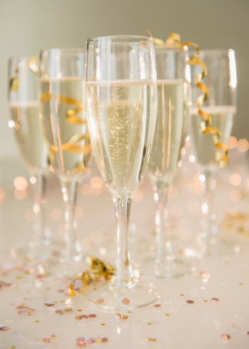 Celebratory Toast「Champagne flutes on table decorated with confetti and streamer」:スマホ壁紙(6)