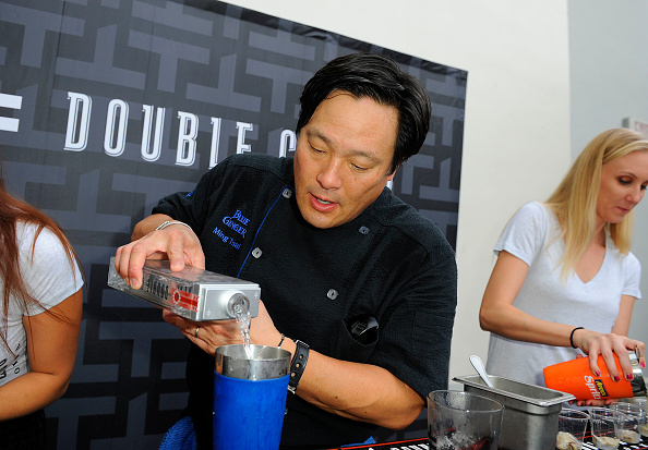 Mollusk「Oyster Bash presented By Island Creek Oysters Hosted By Ming Tsai And Jeremy Sewall - Food Network South Beach Wine & Food Festival」:写真・画像(6)[壁紙.com]