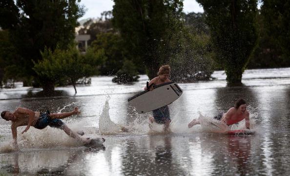 Torrential Rain「Queanbeyan Floods After Heavy Rainfall」:写真・画像(14)[壁紙.com]