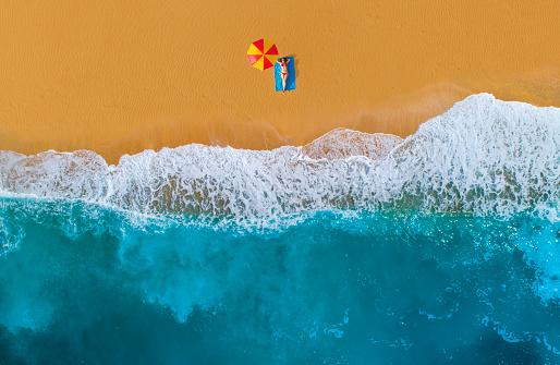 Antalya City「Sunbathing woman at beach」:スマホ壁紙(15)